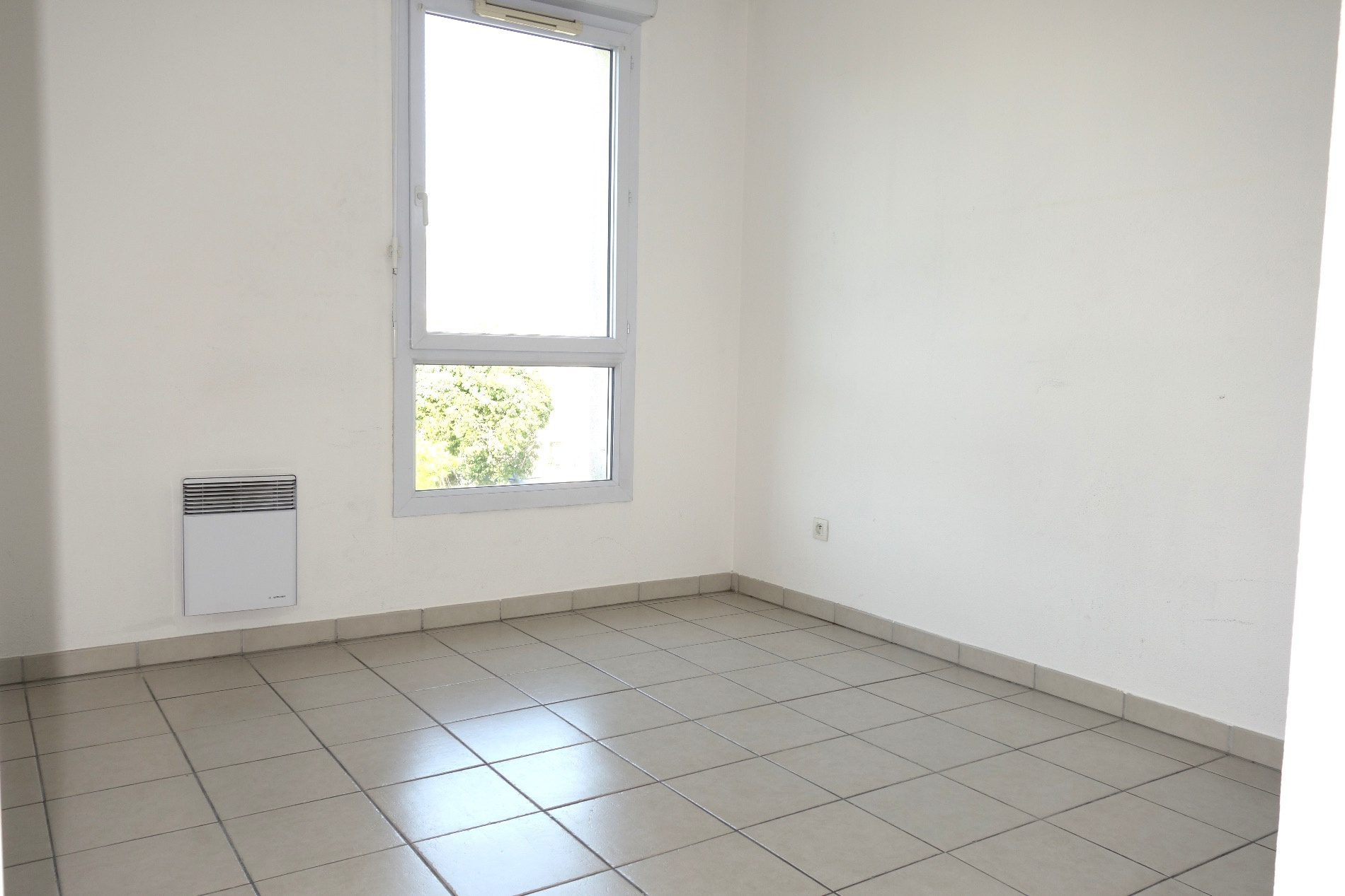 vente appartement de 3 pi ces avec terrasse. Black Bedroom Furniture Sets. Home Design Ideas